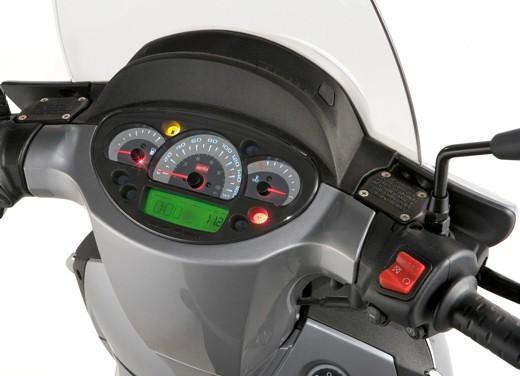 Aprilia Scarabeo 125 e 200 – Test Ride - Foto 21 di 25