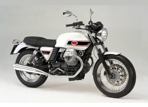 Ultimissime: Moto Guzzi V7 Classic - Foto 2 di 6