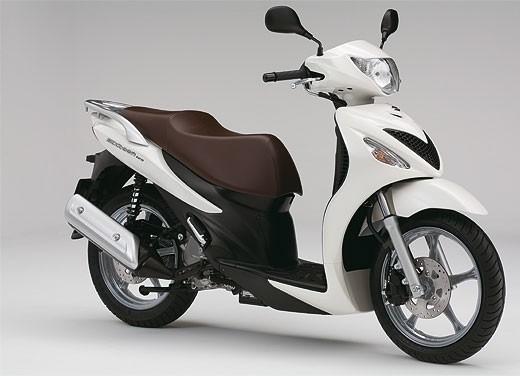 Suzuki SIXteen - Foto 8 di 10