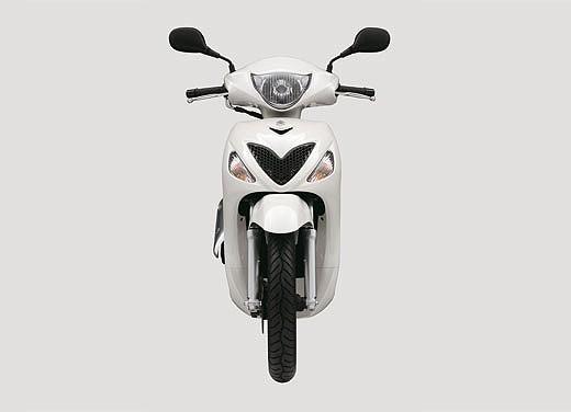 Suzuki SIXteen - Foto 9 di 10