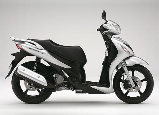 Suzuki SIXteen - Foto 6 di 10