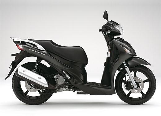 Suzuki SIXteen - Foto 7 di 10