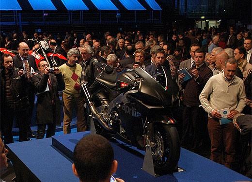 Aprilia RSV4 Superbike torna a competere - Foto 5 di 11