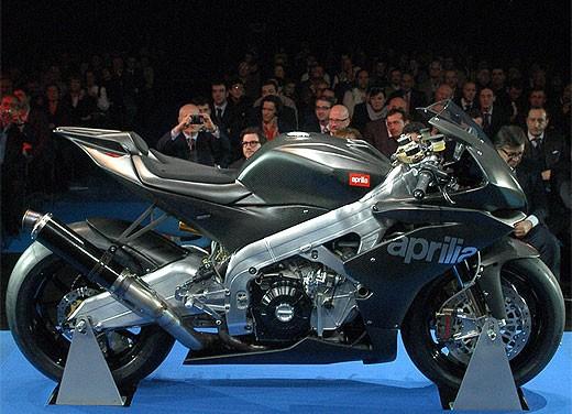 Aprilia RSV4 Superbike torna a competere - Foto 7 di 11