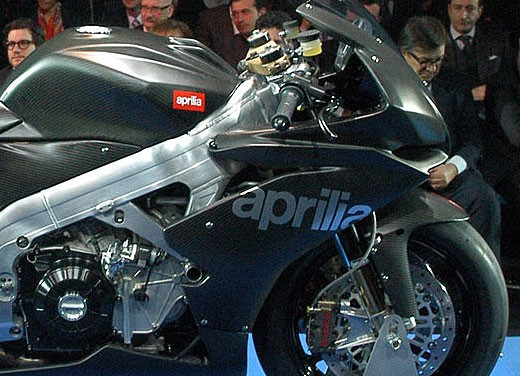 Aprilia RSV4 Superbike torna a competere - Foto 8 di 11