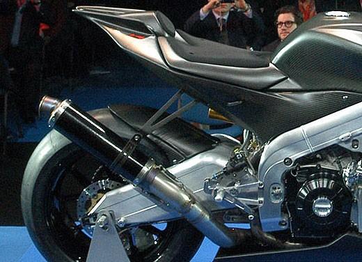 Aprilia RSV4 Superbike torna a competere - Foto 9 di 11