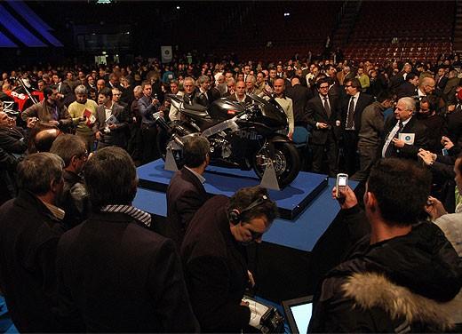 Aprilia RSV4 Superbike torna a competere - Foto 10 di 11