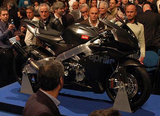 Aprilia RSV4 Superbike torna a competere - Foto 11 di 11