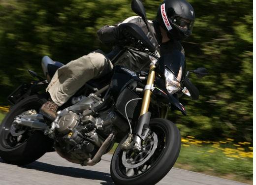 Aprilia SMV 750 Dorsoduro – Long Test Ride - Foto 11 di 25