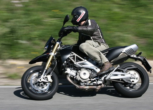 Aprilia SMV 750 Dorsoduro – Long Test Ride - Foto 14 di 25