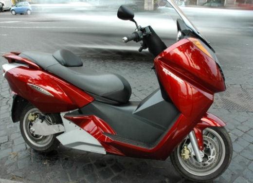 Leasys noleggia scooter Vectrix - Foto 4 di 5