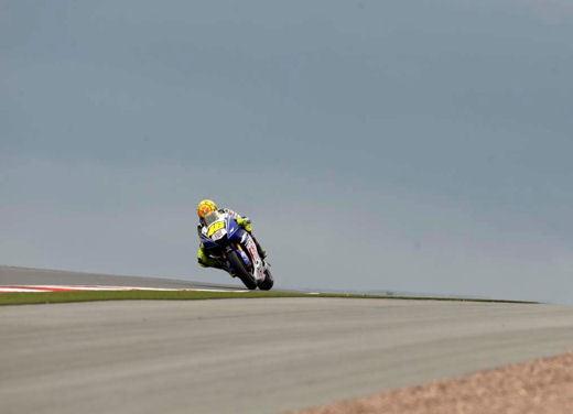 Stoner e Ducati: terza vittoria consecutiva - Foto 6 di 14