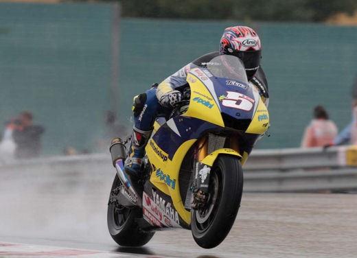 Stoner e Ducati: terza vittoria consecutiva - Foto 7 di 14