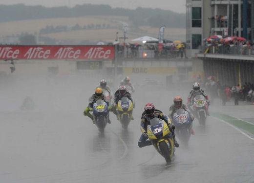 Stoner e Ducati: terza vittoria consecutiva - Foto 8 di 14