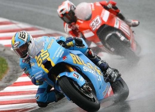 Stoner e Ducati: terza vittoria consecutiva - Foto 10 di 14