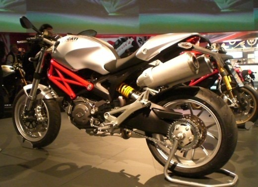 Ducati Monster 1100 - Foto 17 di 35