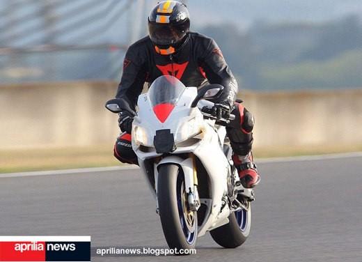 Aprilia RSV4 Superbike - Foto 4 di 10