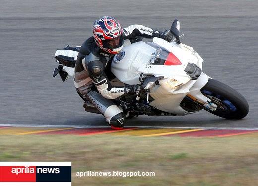 Aprilia RSV4 Superbike - Foto 5 di 10