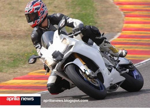 Aprilia RSV4 Superbike - Foto 7 di 10