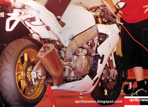 Aprilia RSV4 Superbike - Foto 10 di 10