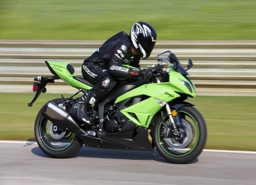 Kawasaki Ninja ZX-6R 2009 - Foto 16 di 25