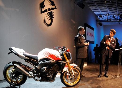Yamaha FZ1 Concept Bike - Foto 4 di 17