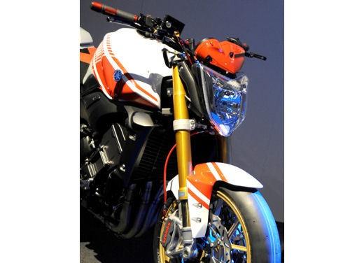 Yamaha FZ1 Concept Bike - Foto 9 di 17