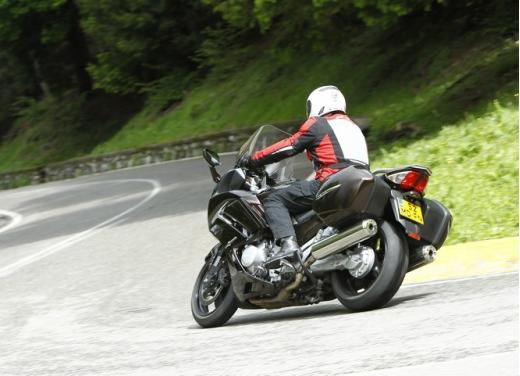 Yamaha FJR 1300 AS: sport tourer all'avanguardia - Foto 9 di 25