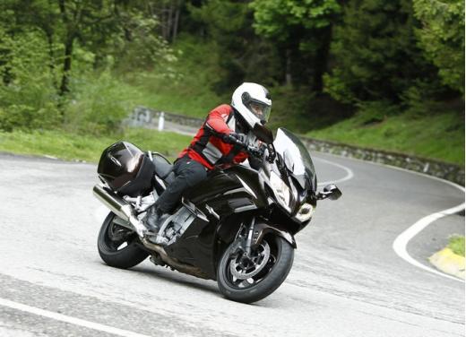 Yamaha FJR 1300 AS: sport tourer all'avanguardia - Foto 21 di 25