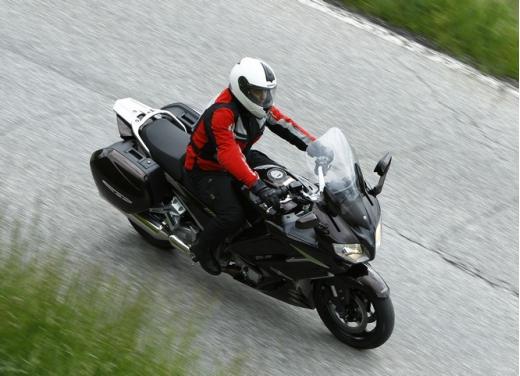 Yamaha FJR 1300 AS: sport tourer all'avanguardia - Foto 23 di 25