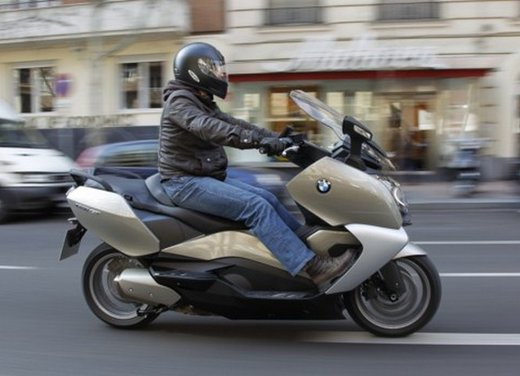 BMW C 650 GT: prova su strada dello scooter turistico - Foto 14 di 22