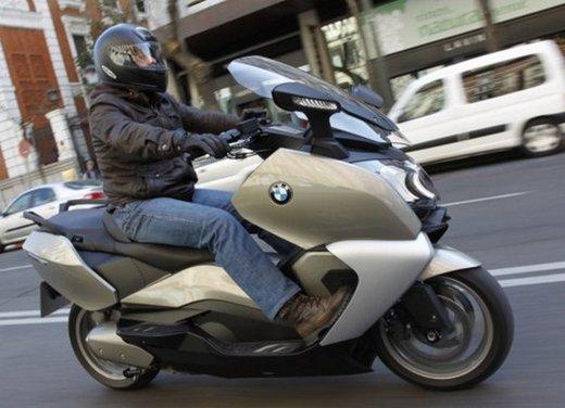 BMW C 650 GT: prova su strada dello scooter turistico - Foto 17 di 22
