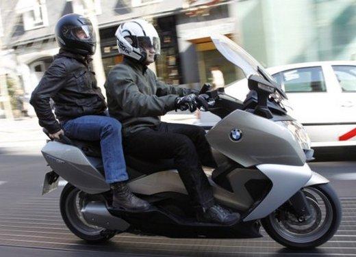 BMW C 650 GT: prova su strada dello scooter turistico - Foto 19 di 22