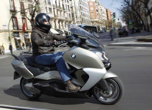 BMW C 650 GT: prova su strada dello scooter turistico - Foto 2 di 22