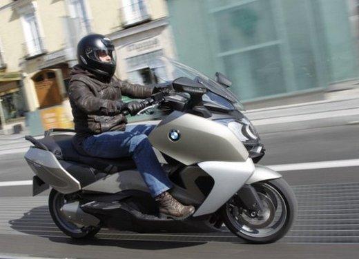 BMW C 650 GT: prova su strada dello scooter turistico - Foto 3 di 22