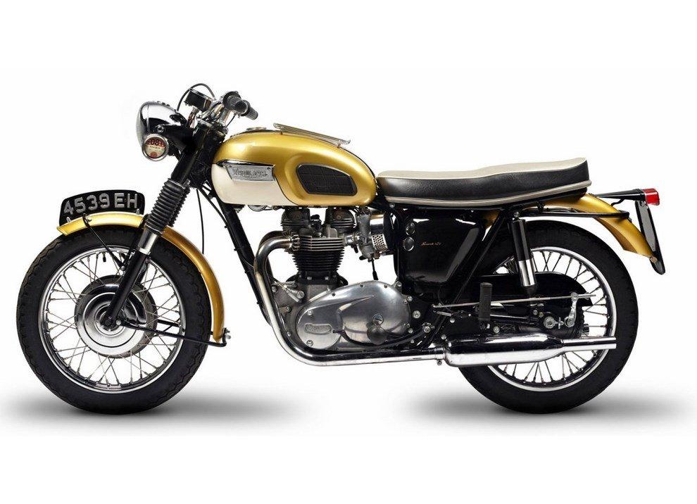 Bollo moto d'epoca: dal 2015 torna la tassa di proprietà per le moto di 20 anni - Foto 2 di 11