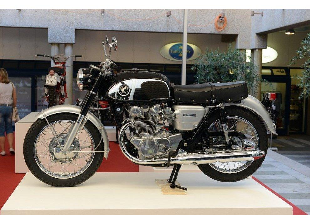 Bollo moto d'epoca: dal 2015 torna la tassa di proprietà per le moto di 20 anni - Foto 6 di 11