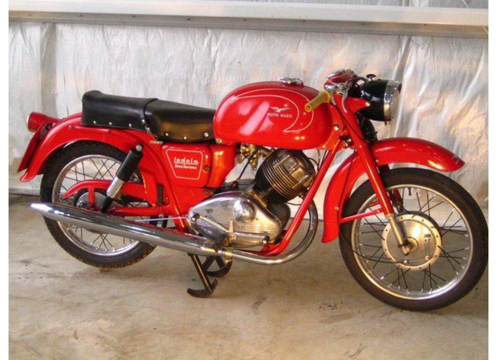 Bollo moto d'epoca: dal 2015 torna la tassa di proprietà per le moto di 20 anni - Foto 10 di 11