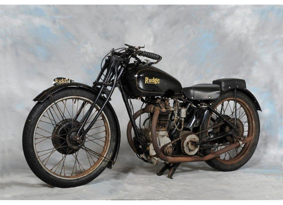 Bollo moto d'epoca: dal 2015 torna la tassa di proprietà per le moto di 20 anni - Foto 11 di 11