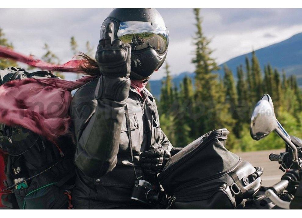 Classifica: I 5 segni tra motociclisti che ogni biker dovrebbe conoscere - Foto 2 di 10