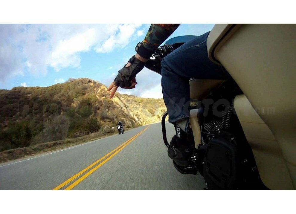 Classifica: I 5 segni tra motociclisti che ogni biker dovrebbe conoscere - Foto 7 di 10