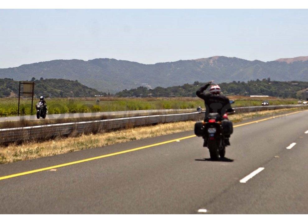 Classifica: I 5 segni tra motociclisti che ogni biker dovrebbe conoscere - Foto 8 di 10