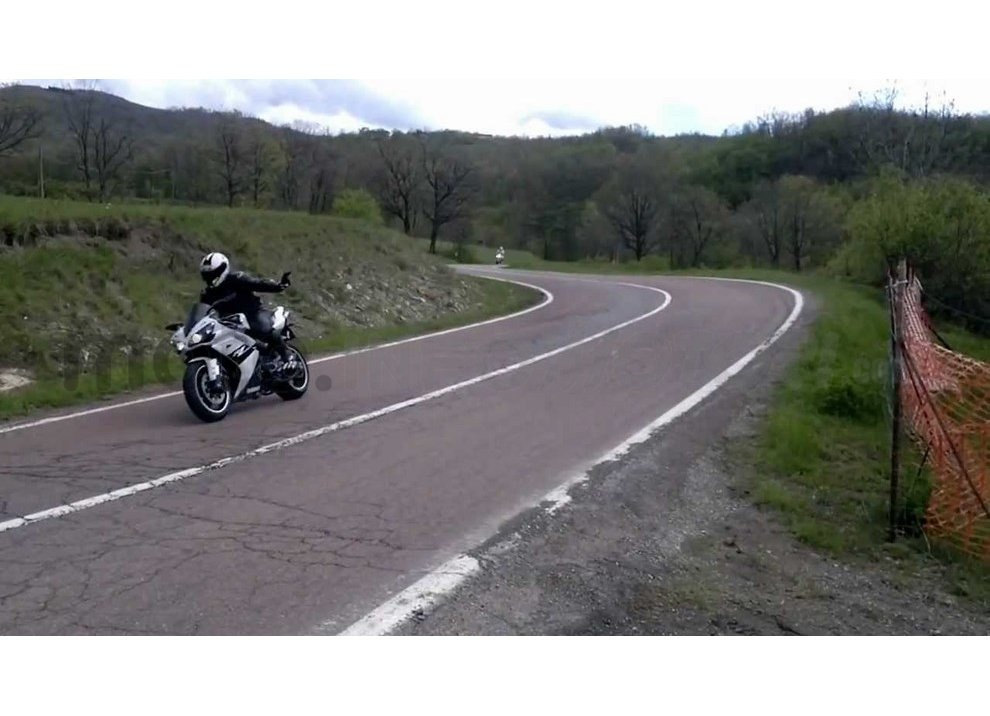 Classifica: I 5 segni tra motociclisti che ogni biker dovrebbe conoscere - Foto 9 di 10