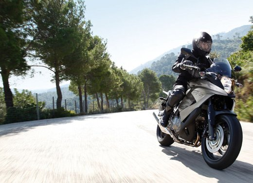 Honda Crossrunner, finanziamenti senza interessi per l'adventure bike anti BMW GS - Foto 1 di 9