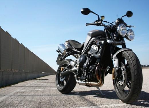 Ducati Monster 1100 vs Triumph Street Triple R - Foto 10 di 27