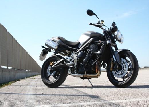 Ducati Monster 1100 vs Triumph Street Triple R - Foto 11 di 27