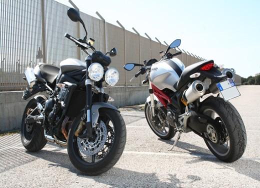 Ducati Monster 1100 vs Triumph Street Triple R - Foto 3 di 27