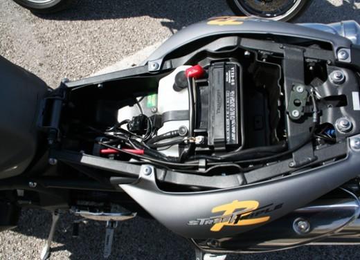 Ducati Monster 1100 vs Triumph Street Triple R - Foto 12 di 27