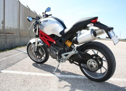 Ducati Monster 1100 vs Triumph Street Triple R - Foto 20 di 27