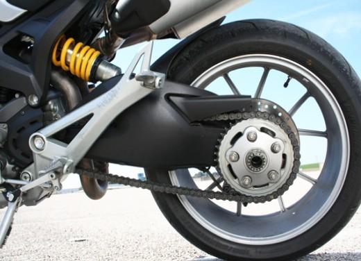 Ducati Monster 1100 vs Triumph Street Triple R - Foto 23 di 27
